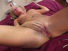 Hey guys! Today\'s my lucky day! I have a sexy little blond babe in my bed! She never got herself to squirt before, I\'ll show her the real deal!