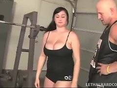 Muscled trainer meets sexy plumper at street and invites her to gym.