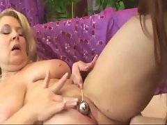 Two old bitches play with sex toys to get pleasure