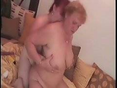 Amateur granny likes when her princess plays with her kitty