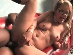 Cock hungry white lady owns wet hole and eager mouth.