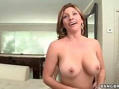 Amateur Lisa wants her bf to cum on her breast