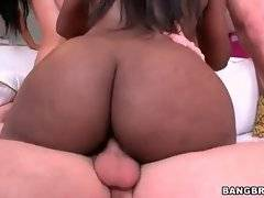 Sexy Rachel Starr is satisfying her bastard