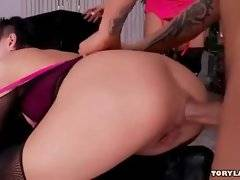 Amateur and horny bitch is satisfying her buddy