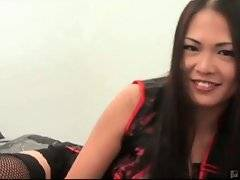Wanton asian bitch is showing her amazing skills