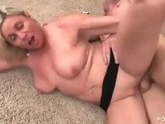 Older blonde slut gets her pussy furiously drilled.