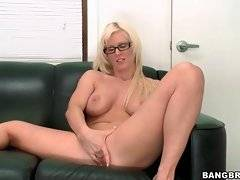 In this porn video you can see naked Kaylee Brookshire