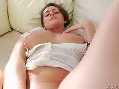 In thi sporn video you can see naughty Linda J