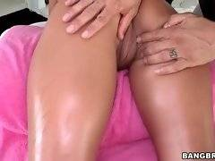 Brave slut likes ot have sex fun with her buddy
