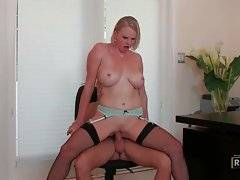 Entrancing bitch is having awesome sex in the office