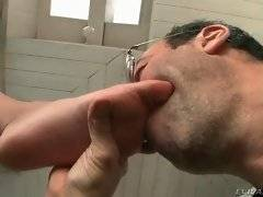 Amateur daddy is licking her foot in the room