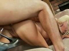 In this porn video you can see amazing pose