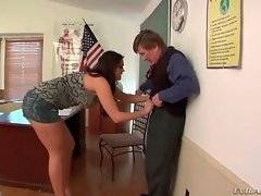 Pretty booty student attacks her professor.