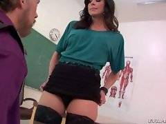 Kendra Lust wants her orders to be immediately executed.