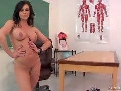 Big boobed brunette lady gets her pussy sucked.