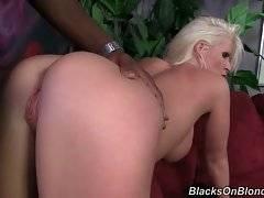 Breasted hottie Kaylee Brookshire enjoys deep cockattack.