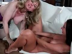 Nina Hartley is going to show Jada nice pussy licking.