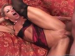 Mature slut readily accepts all the loads of cum dudes give her.