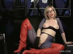 Nina is toying her love hole while talking to her fans.