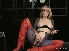 Mature lesbian Nina Hartley wants her fans to get to know her better.