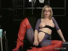 This breasted blonde lady knows how to pleasure herself.