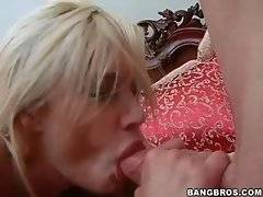 Naked bitch is here to do amazing blowjob
