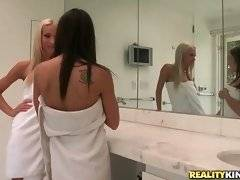 Sexy Risi Simms and Sammie Rhodes are going to take bath together.