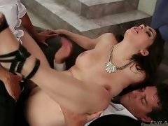 This hot looking babe loves to have her asshole penetrated.