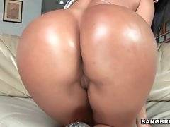 Hot looking caramel chick can`t wait to taste nice hard cock.