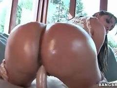 Sexy Latina does her best to pleasure her horny partner.
