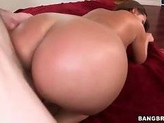 Curvaceous slutie greatly enjoys good fucking with tough guy.