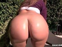 Playful chick is skillfully shaking and bouncing her booty.