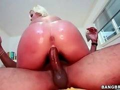 Cock hungry hot shaped blonde is fond of getting deeply drilled.