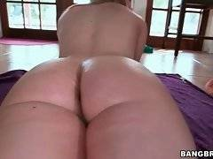 Good looking slutie is teasing you by oiling her round booty.