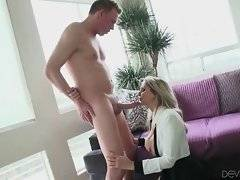 Experienced mature slutie gives her lover great slobbery blowjob.