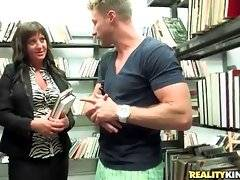 Experienced seducer Levi Cash knows how to make friends with cute milf.