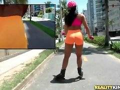 Pretty Latin babe Aline Rios loves roller skating.