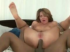 Slutty hottie gets her anus and pussy thoroughly drilled.